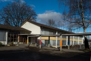Gebäude A und Pausenplatz